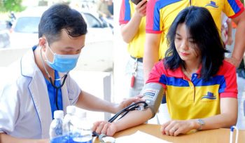 Đĩa ốc An Thịnh Phát 20 bạn trẻ tham gia hiến máu tình nguyện