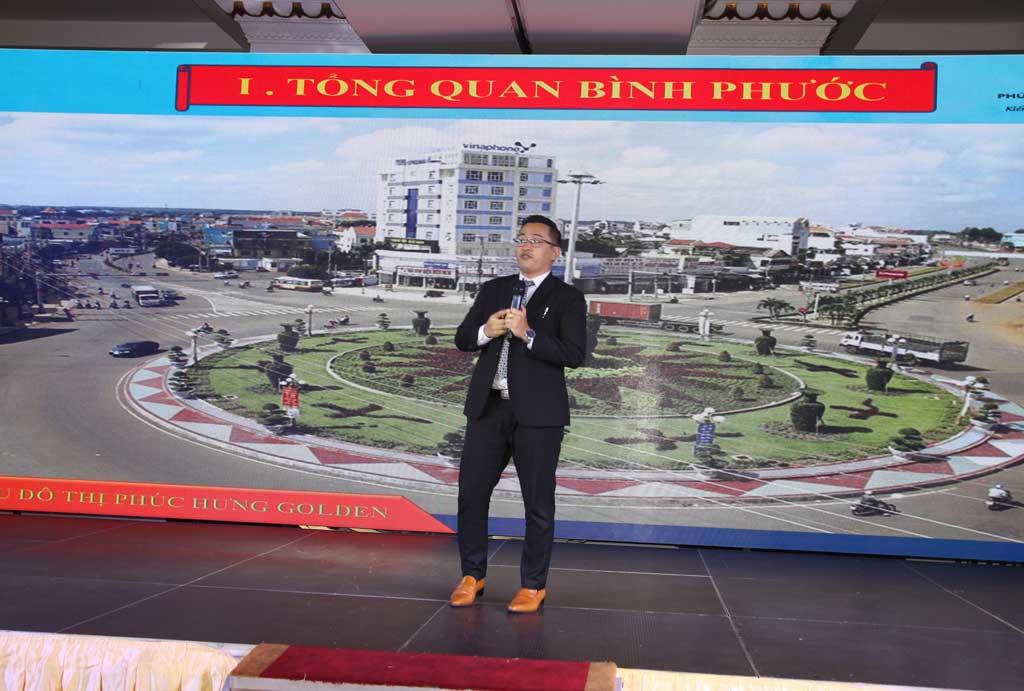Ông Đặng Văn Thương - P. Giám đốc kinh doanh giới thiệu về khu đô thị Phúc Hưng Golden